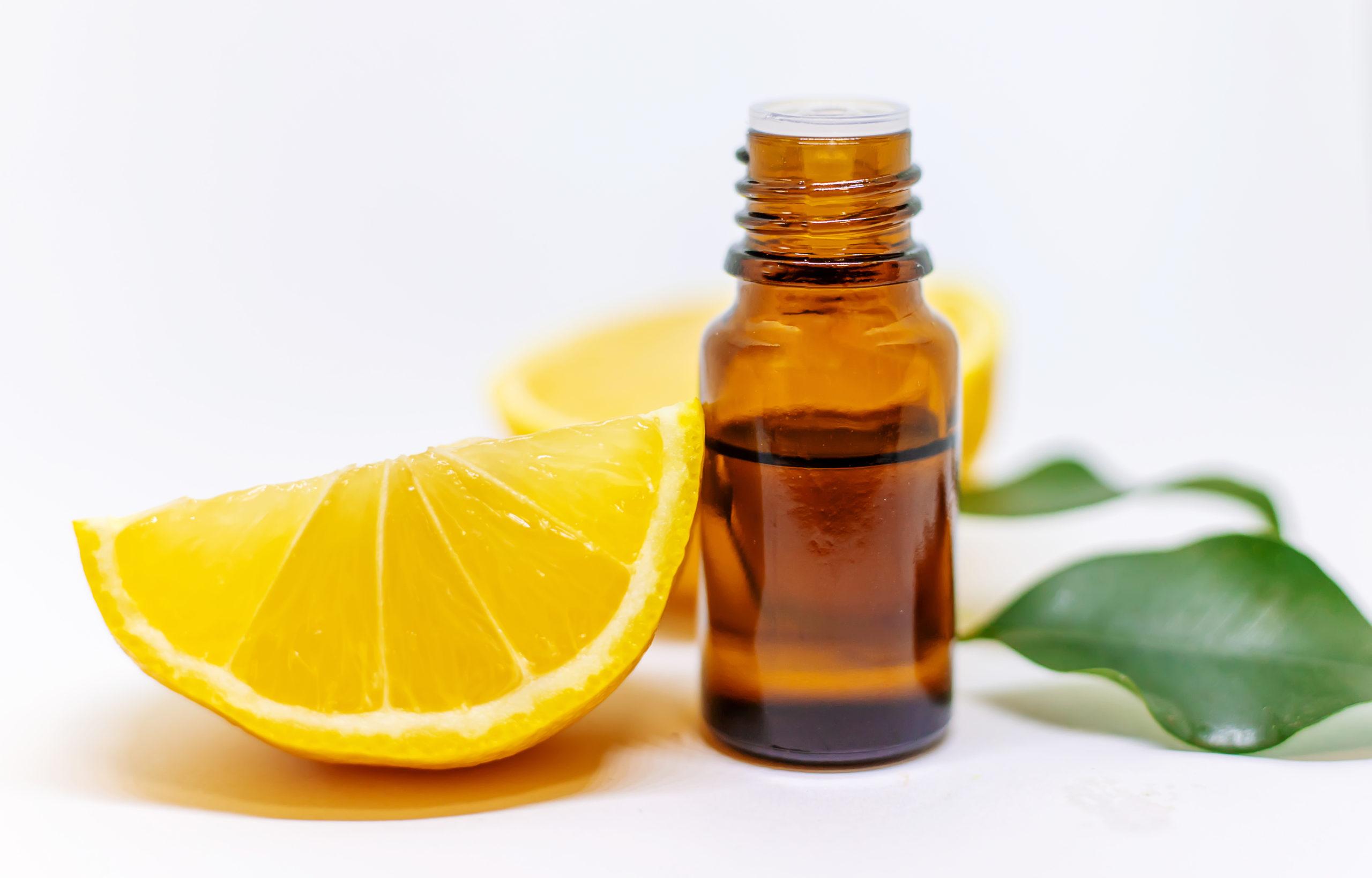 L'huile essentielle de zeste de citron : une panacée aromatique